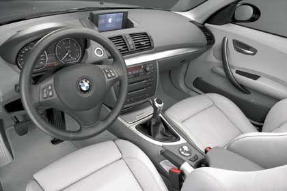 Innenansicht vom BMW 1er: Der Laderaum des kleinen BMW-Neulings schluckt je nach Stellung der Rücksitze zwischen 330 und 1150 Liter