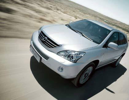 Lexus RX400h: Der V6-Benzinmotor kombiniert mit zwei Elektromotoren erreicht eine Höchstgeschwindigkeit von 200 Stundenkilometern