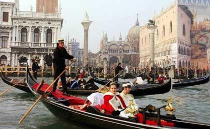 Gondeln in Venedig:Italien und Griechenland belegen die schlechtesten Plätze in der EU-Standortliga