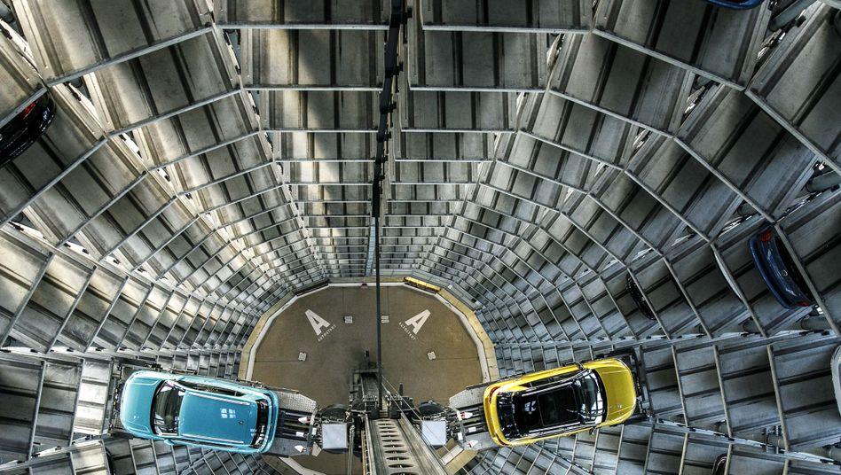 VW-Auslieferung in der Autostadt Wolfsburg: Die Autobauer hatten zuletzt gute Jahre und meinen, dass ihre Liquiditätsreserven reichen