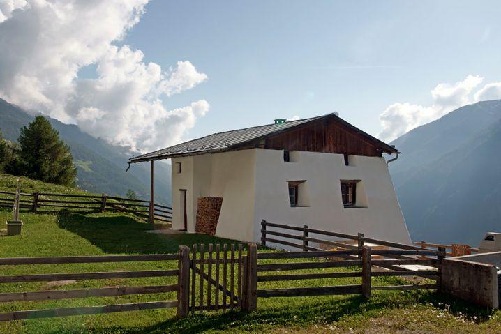 Zum Benediktinerinnenkloster in Müstair in Graubünden gehört auch eine Hütte für Gäste, die Natur suchen.