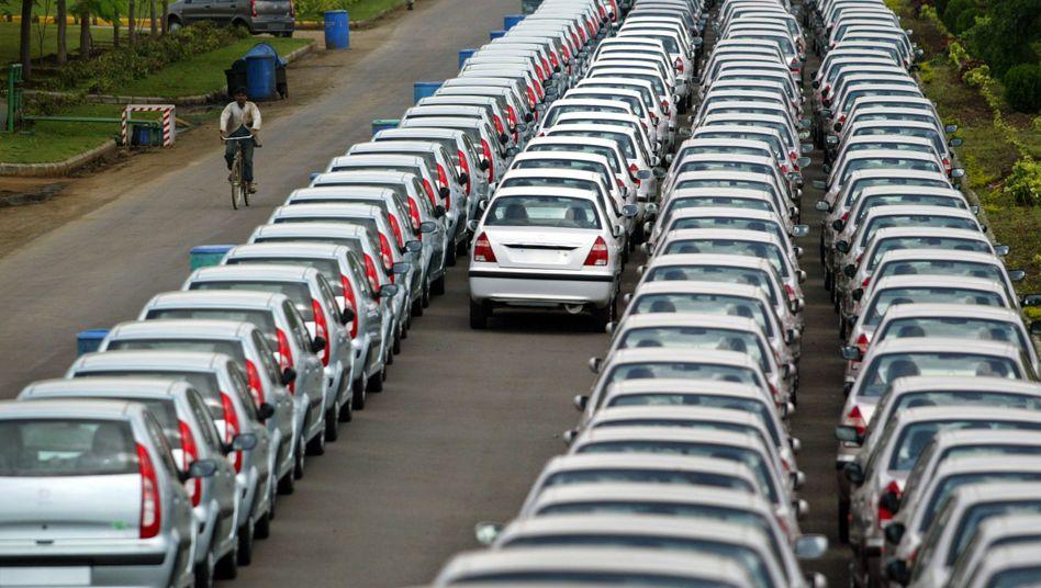 Neuwagen in der Tata-Fabrik in Pune: Der indische Autohersteller muss die größte Einzelstrafe wegen Wettbewerbsvergehen im Ersatzteilmarkt zahlen