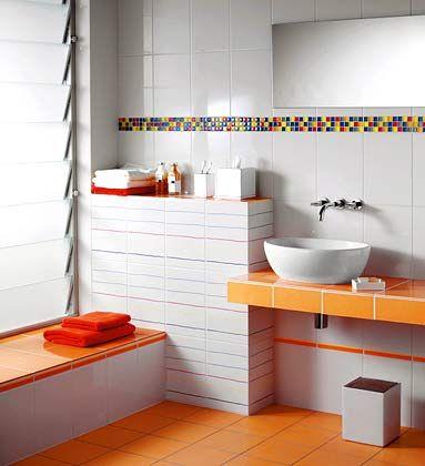 """Dezente Fröhlichkeit: Ein gefliestes Badezimmer im Design """"Enjoy"""""""