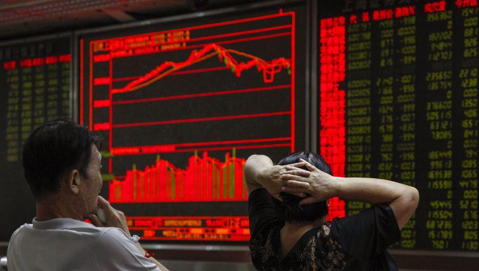 Schock zum Jahresauftakt: Chinas Börsen brechen um 7 Prozent ein und ziehen den Dax mit