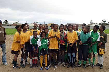 Jugend kickt: Fußball ist die Hoffnung der Kids aus den Townships, die von einer Profikarriere träumen