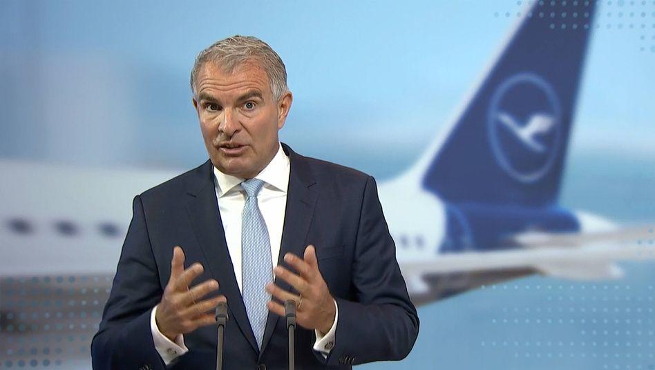 Versuchte sich in Zuversicht: Dabei hatte Lufthansa-Chef Carsten Spohr zur HV nicht viel Positives zu verkünden. In den vergangenen 12 Monaten mussten rund 22 Prozent der Mitarbeiter den Konzern verlassen.