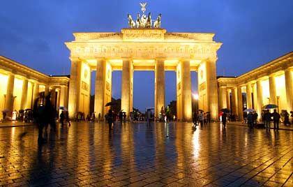 Bundesregierung in Berlin: Große Koalition erhöht die Steuern statt sie zu senken.
