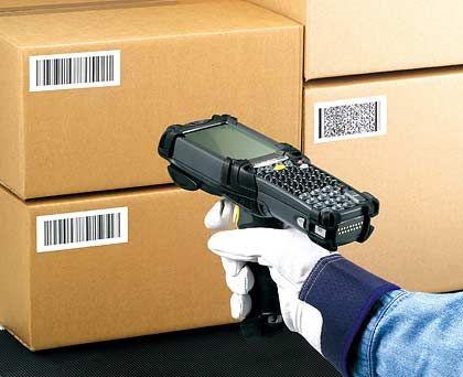 Erfassung per Datenpistole: Scannen der Barcodes erleichtert den Wareneingang