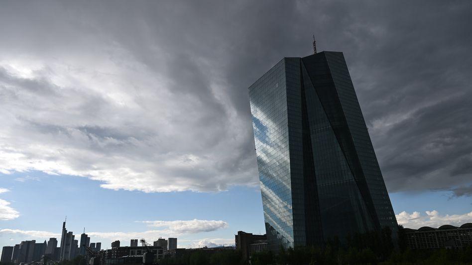 """""""Europäische Zombifizierungsbank"""": Die Politik der europäischen Zentralbank ermöglicht es Unternehmen, die eigentlich nicht lebensfähig sind, weiter am Markt zu bleiben. Das billige Geld erodiert zugleich die Kapitalbasis des ohnehin schwach kapitalisierten Bankensystems"""
