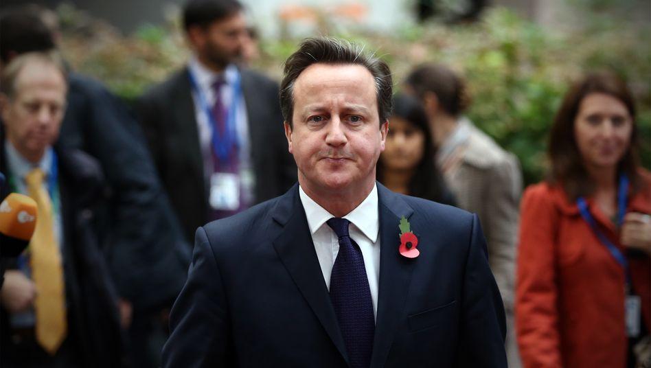 Ziemlich schmallippig: Großbritanniens Premierminister Cameron wollte beim EU-Gipfel heute eigentlich groß auftrumpfen und den Nachtragshaushalt des Europaparlaments öffentlichkeitwirksam zurückweisen, dann legte ihm Brüssel den milliardenschweren Zahlungsbefehl vor