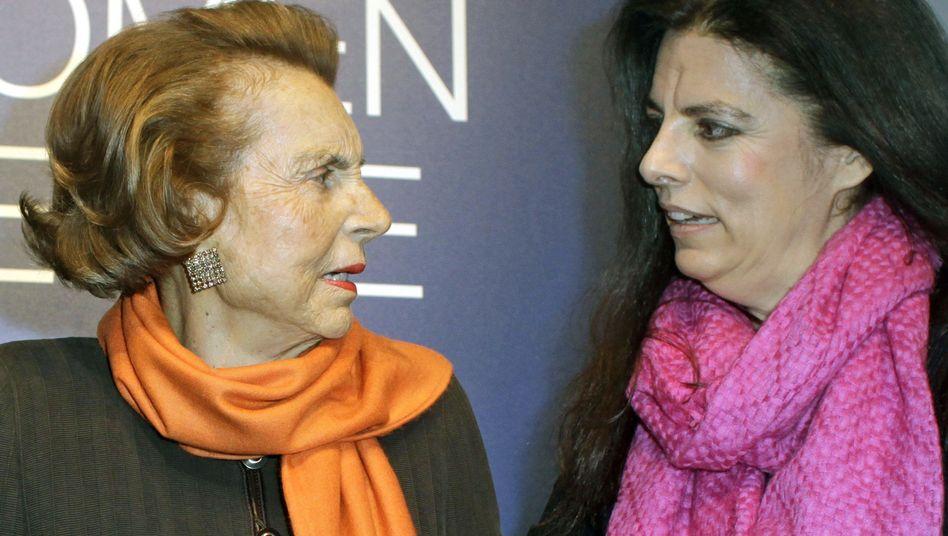 L'Oréal-Erbin Liliane Bettencourt (l.): Von der Tochter entmündigt, vom Staat besteuert