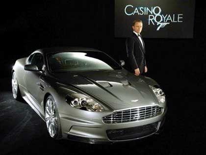 Im Auftrag ihrer Majestät: Der neue Bond-Darsteller Daniel Craig neben seinem Wagen