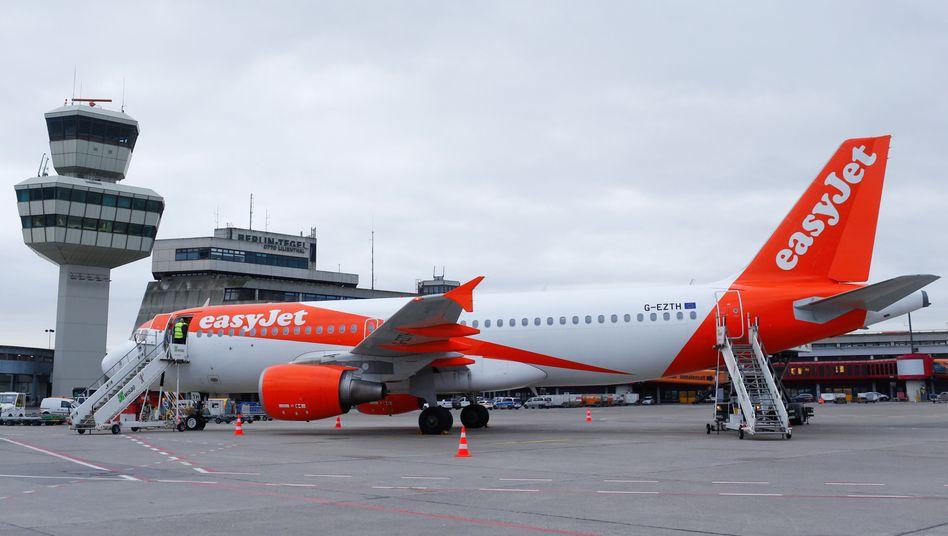 Easyjet-Flugzeug am Berliner Flughafen Tegel
