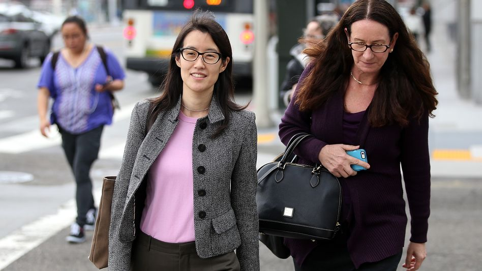 Ellen Pao (Mitte, mit Anwältin) verklagt ihren Ex-Arbeitgeber auf 16 Millionen Dollar