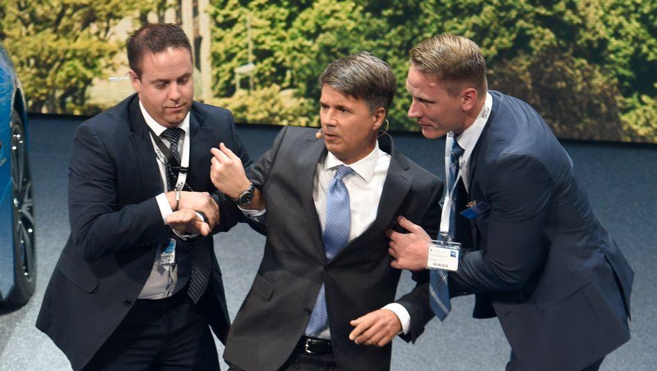 BMW-Chef Harald Krueger: Kreislauf-Kollaps vor der Weltpresse