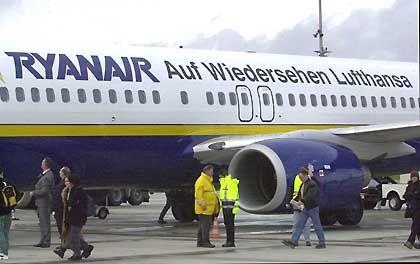 """""""Auf Wiedersehen Lufthansa"""": Mit diesem Slogan auf den Rumpf der Flugzeuge sagt Ryanair ihrem Konkurrenten auch verbal den Kampf an"""