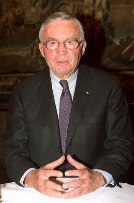 """Gefragter Ratgeber: André Leysen, geboren 1927 in Antwerpen, führte Anfang der achtziger Jahre die Agfa-Gevaert-Gruppe. In Belgien war er Arbeitgeberpräsident und rettete die flämische Zeitung """"De Standaard"""" vor der Pleite. Als Multi-Kontrolleur leitete der hoch angesehene Manager von 1987 bis 2002 den Verwaltungsrat der belgischen Gevaert Holding und war unter anderem tätig in Aufsichtsräten großer Konzerne wie BMW, Bayer, Philips, Hapag-Lloyd und Deutsche Telekom. Er gehörte vier Jahre lang dem Präsidium der Treuhand-Anstalt an."""