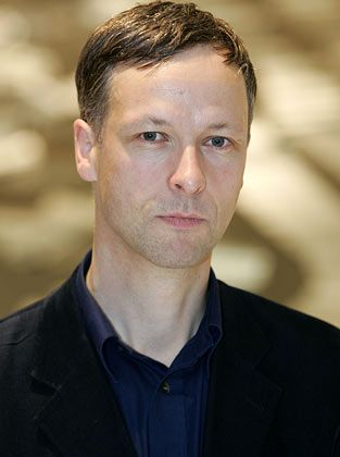 Andreas Slominski gibt Rätsel auf