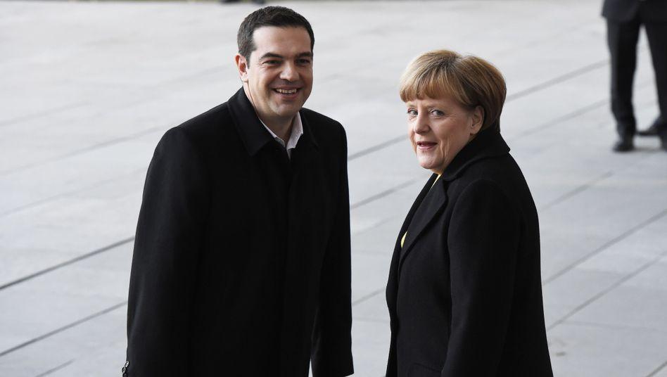 Letzte Chance: Griechenlands Regierungschef Alexis Tsipras wurde am Montag in Berlin mit militärischen Ehren empfangen. Das Treffen gilt als letzte Gelegenheit, das Klima zwischen beiden Ländern wieder zu verbessern