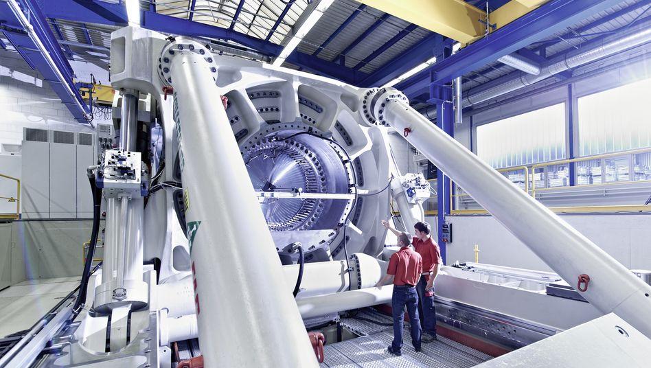 Testen von Rotorlagerungen für Windkraftanlagen bei Schaeffler: Der Autozulieferer Schaeffler profitiert in der Krise der Autoindustrie von seiner Industriesparte