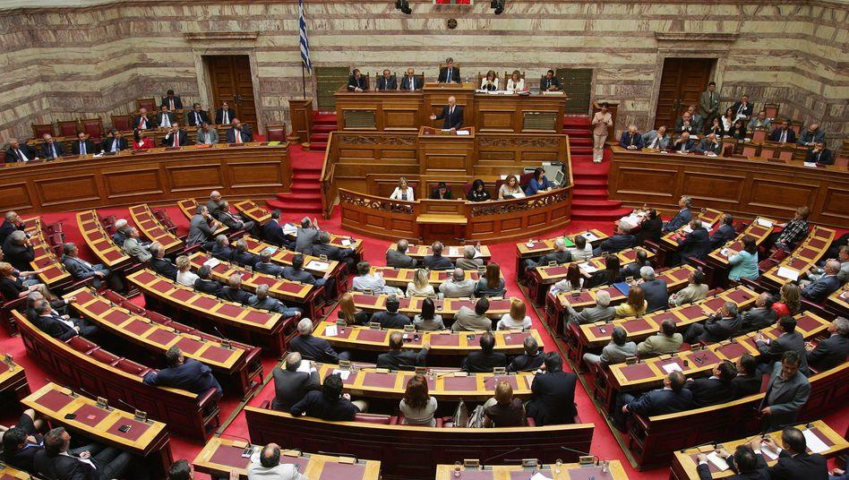 Abstimmung: Am Dienstag werden die Emotionen noch einmal hochkochen, Griechenaldns Volksvertreter entscheiden im Parlament von Athen über die höchst umstrittenen Sparbeschlüsse der Regierung