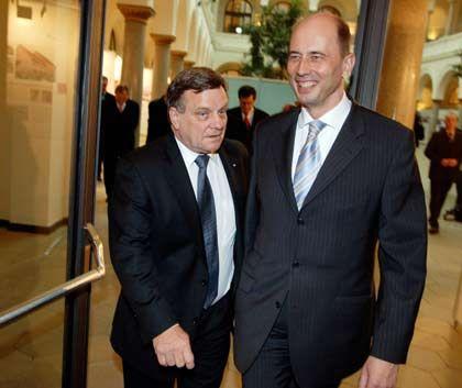 Seite an Seite: Bahn-Chef Hartmut Mehdorn (links) und Bundesverkehrsminister Tiefensee ziehen bei der Bahn-Privatisierung an einem Strang