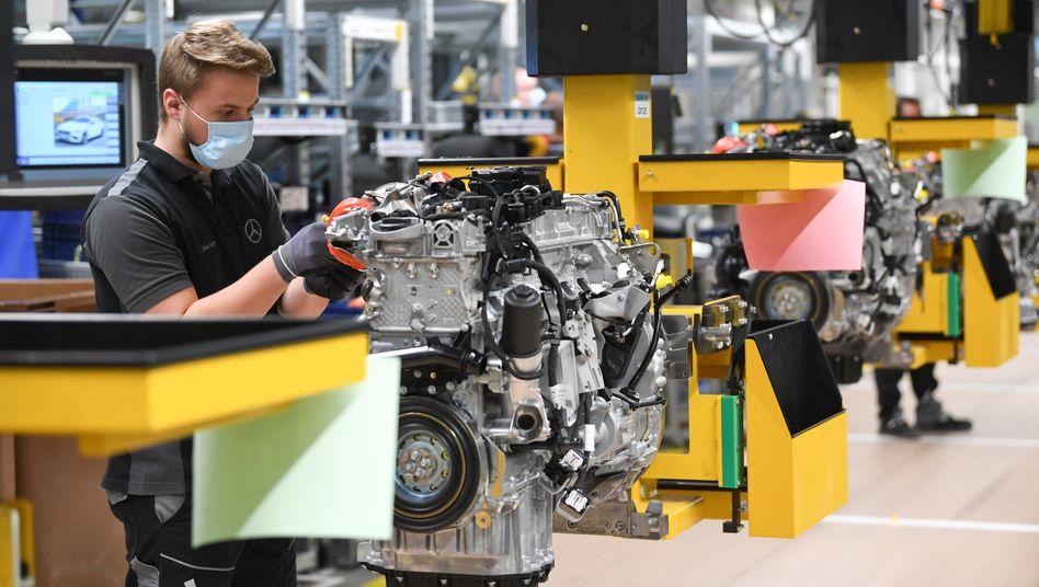 Daimler-Werk in Stuttgart: Vor allem die Autoindustrie ist besonders stark von der Corona-Krise betroffen