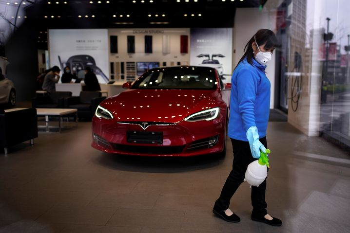 Tesla Showroom in Shanghai am 4. März. Tesla konnte im ersten Quartal gegen den Trend und trotz Coronavirus-Krise mehr Autos ausliefern