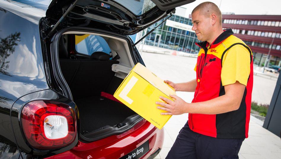 Paket im Kofferraum: In Stuttgart liefert DHL künftig auch in den eigenen Smart