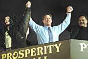Prominente Unterstützung für Al Gore: Sängerin Cher und Bürgerrechtler Jesse Jackson