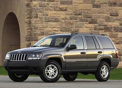 """Jeep Grand Cherokee: Mit nur noch gut 600 verkauften Fahrzeugen in den ersten vier Monaten dieses Jahres (minus 45 Prozent gegenüber Vorjahr) hat der Grand Cherokee auf dem deutschen Markt schwer zu kämpfen. Die Modellpalette reicht vom 2,7-Liter-Diesel (163 PS, 40.400 Euro) bis zum 4,7-Liter """"High Output"""" (258 PS, 53.200 Euro). Kleiner Hoffnungsschimmer: Ende Juni präsentiert Chrysler den neuen """"Original-Jeep""""."""