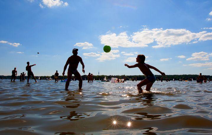 Es ist nie zu spät für eine glückliche Kindheit: Im Urlaub können Sie einfach mitspielen