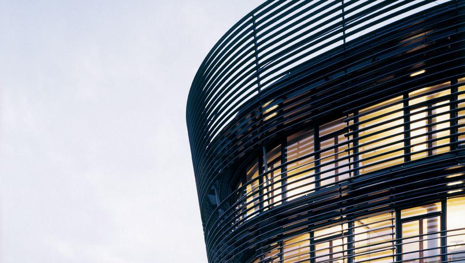 """Ströer-Zentrale in Köln: Am Tag der Attacke des Short-Sellers Muddy Waters brach die im MDax notierte Aktie um bis zu 30 Prozent ein. Seitdem hat sich das Papier wieder etwas erholt - auch dank kräftiger """"Director's Dealings"""""""