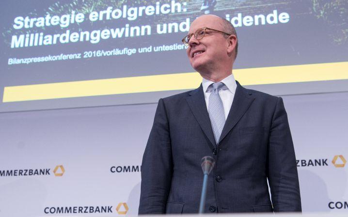 Abgang Richtung Schweiz: Martin Blessing kann seine Pay Ratio aufbessern