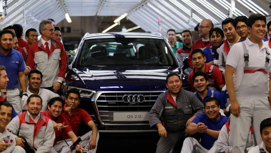 Stolz auf das, was sie tun: Mexikanische Audi-Mitarbeiter in San Jose Chiapa (Bundesstaat Puebla). Doch nach dem Erdbeben sind die Arbeiter in größter Sorge