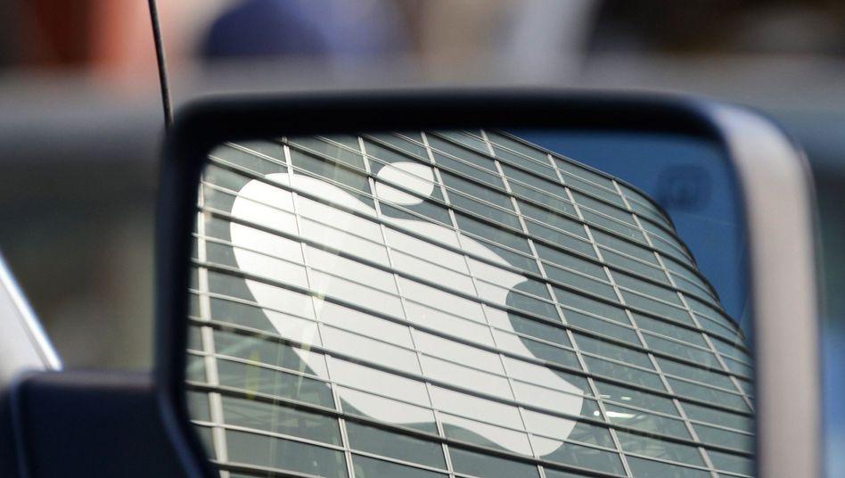 Apple-Logo im Rückspiegel: Der IT-Riese baut seine Roboterauto-Testflotte aus, Google ist aber deutlich weiter