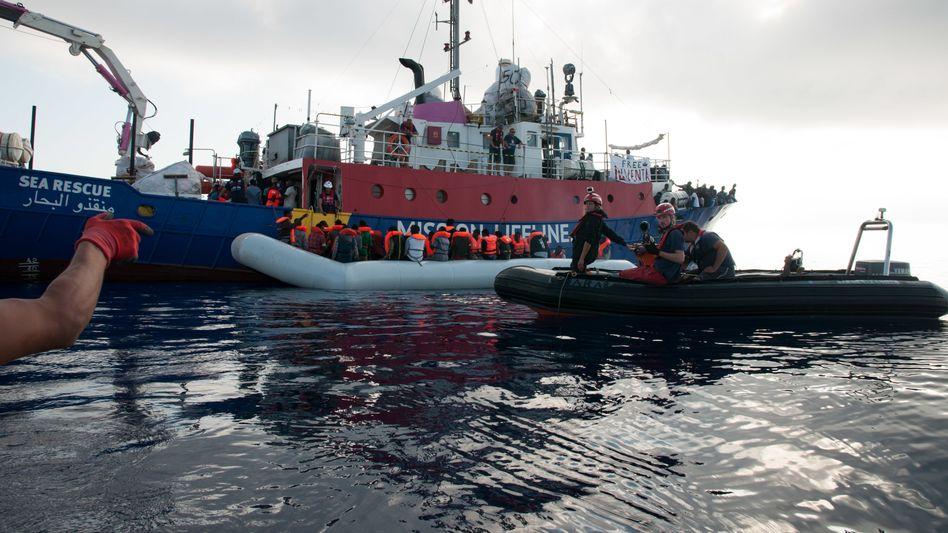 """Deutsches Rettungsschiff Lifeline: """"Die EU nimmt das Sterben aus politischen Gründen in Kauf"""""""