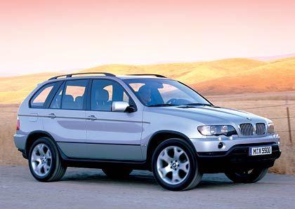 BMW X5: Mit einem Vorsprung von 30 Fahrzeugen war der X5 im vergangenen Jahr vor dem VW Touareg (18.283 verkaufte Exemplare) der meistverkaufte Geländewagen Deutschlands. Die stärkste Konkurrenz kam zuletzt aber aus dem eigenen Hause. Der BMW X3 zog nämlich nicht nur am VW-Offroader, sondern auch am großen Bruder vorbei, der die Kannibalisierung zu spüren bekam.