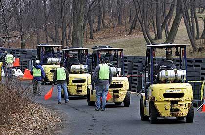 Mobilmachung: Tausende von Stahlfundamenten werden im Central Park verteilt.