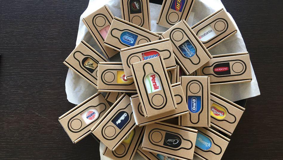 """Amazon Dash-Button: """"Der umfunktionierte Dash-Button wird hier im Haus an ältere Menschen verteilt, die darüber Hilfe anfordern können."""""""