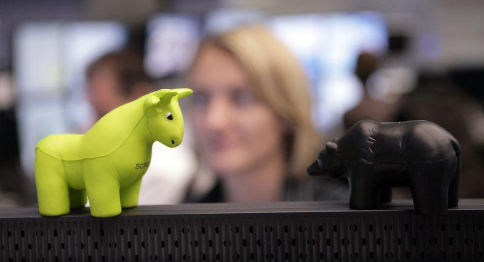 Der Bulle ist obenauf: Der deutsche Leitindex Dax hat am Freitag die Marke von 16.000 Punkten überwunden