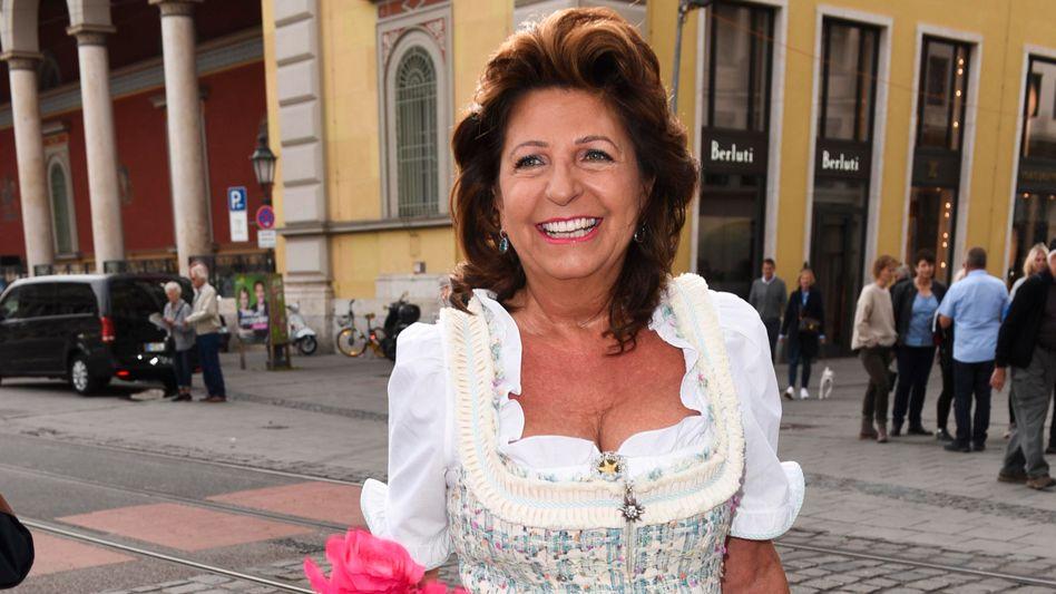 Blumig: Die Macht bei Aldi Nord hat Babette Albrecht verloren, die gute Laune aber nicht