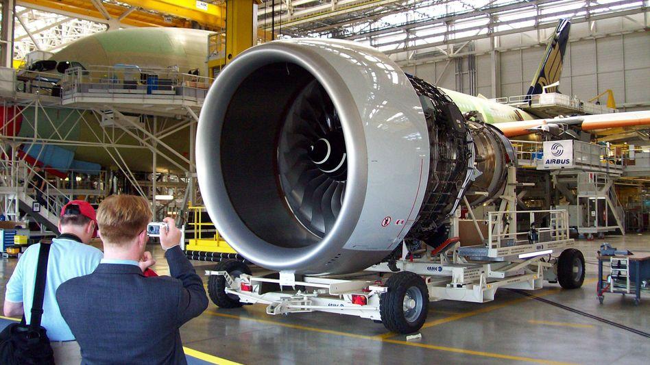 Im schon lange währenden Streit zwischen Airbus (im Bild: Triebwerkmontage im Werk in Toulouse) und dem US-Konkurrenten Boeing zum Beispiel haben Schlichter der Welthandelsorganisation bereits wichtige Urteile gesprochen. Schlichter-Urteile könnten künftig nicht mehr möglich sein, da die USA die Neubesetzung von Richtern blockieren.