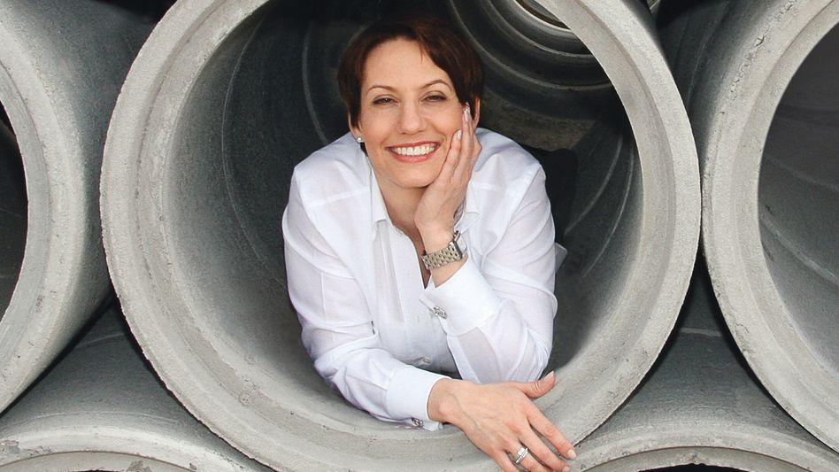 Chefin, nicht Assistentin: Ein Geschäftspartner hielt Carla Tschümperlin, CEO der gleichnamigen Baustofffirma, für die Assistentin ihres Verkaufsleiters