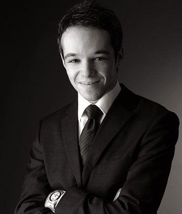 Erik Yankulin, geboren 1982 in Kiew, studiert im MBA-Programm an der Kenan-Flagler Business School, University of North-Carolina. Nach seinem BWL-Diplom arbeitete er im Bereich Equity Research bei HSBC Trinkaus & Burkhardt in Düsseldorf sowie bei der Managementberatung Kienbaum in Gummersbach und Moskau.