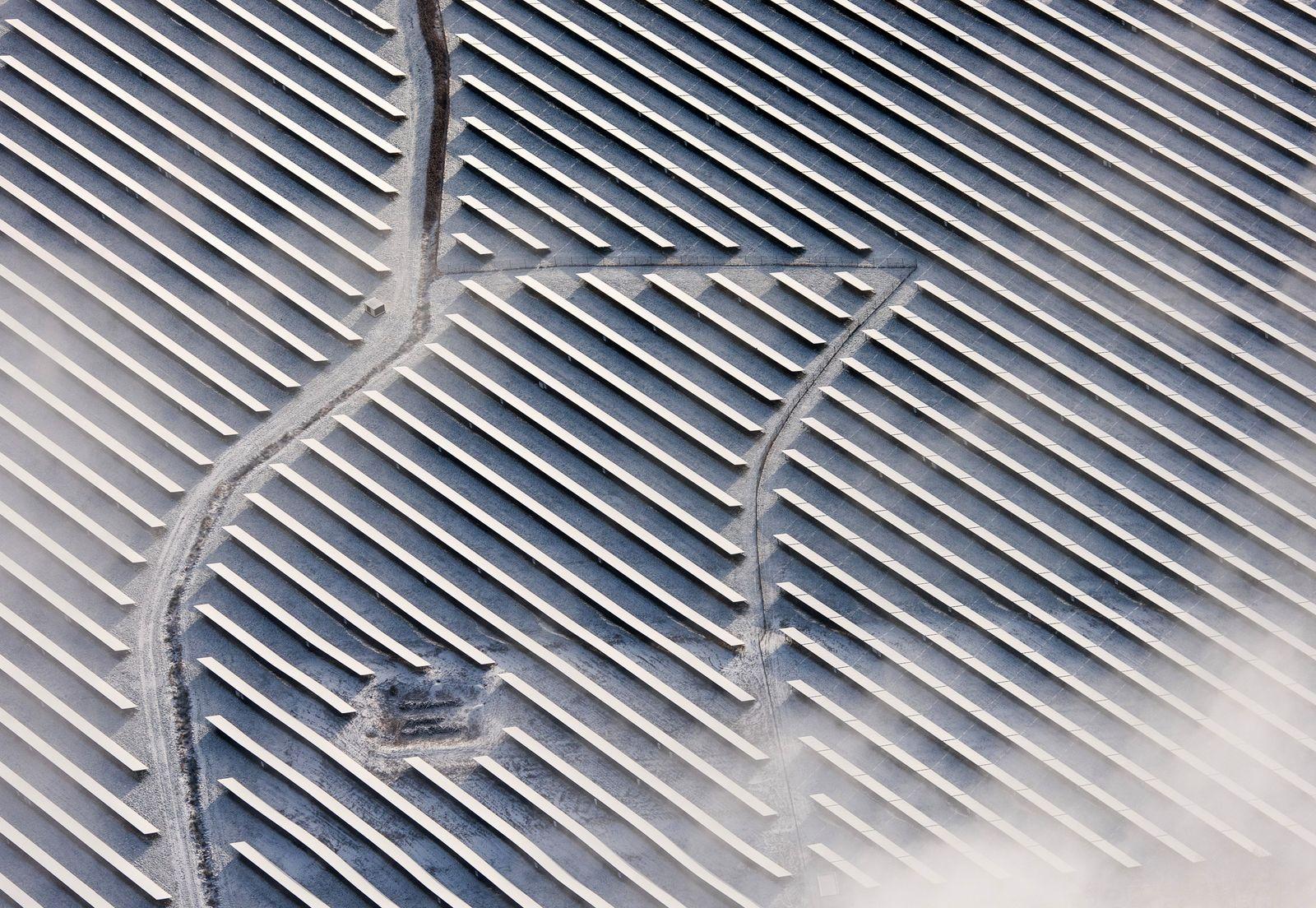 Solarpark im Schnee