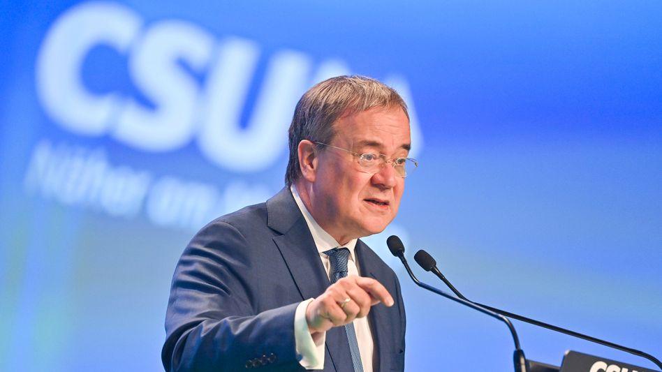 Attackiert SPD und Grüne: Armin Laschet am Samstag beim CSU-Parteitag in Nürnberg