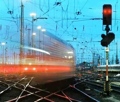 Signal auf Rot: Mehrere SPD-Landesverbände wollen die Bahnprivatisierung stoppen