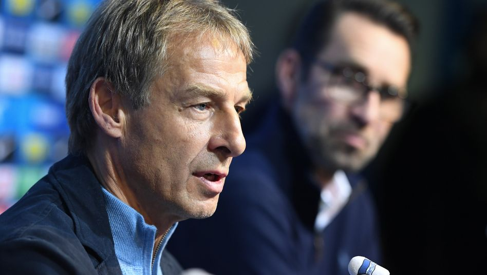 """Jürgen Klinsmann: """"Das kann man als Jugendlicher vielleicht machen, aber im Geschäftsleben, wo man ernsthafte Vereinbarungen hat, sollte man das nicht machen"""", kommentierte Investor Lars Windhorst die Art und Weise von Klinsmanns Abgang"""