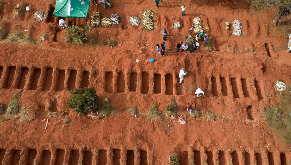 Beerdigung von an Covid-19 gestorbenen Menschen in São Paulo, Brasilien